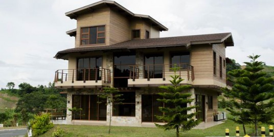 Modern Cabin House for sale in Hillside Tagaytay Highlands