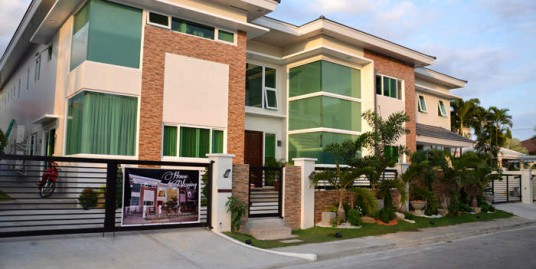 1,200 sqm. House in Ayala Alabang