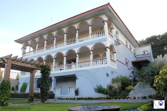3-storey house in Royale Tagaytay