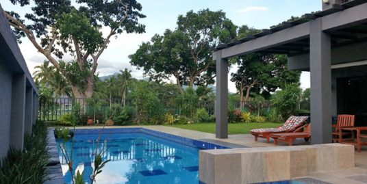 House with swimming pool in Mt. Malarayat Golf Estates, Lipa